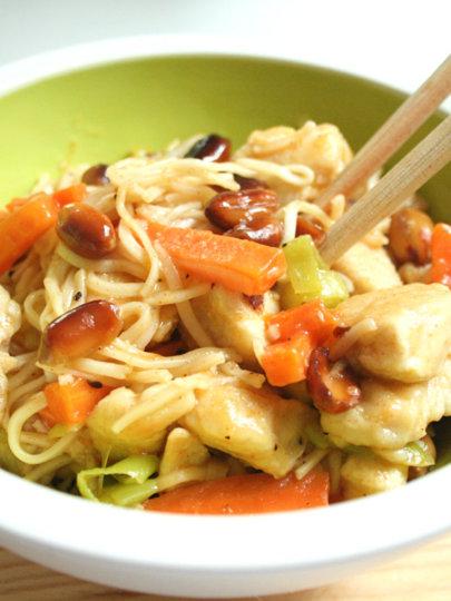 [Gastrosfera] Kineski rezanci s piletinom i kikirikijem