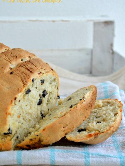 Kruh s maslinama i lukom