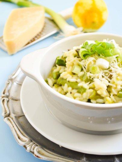 [Gastrosfera] Proljetni rižoto s mladim lukom, šparogama i limunom