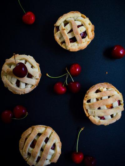 Mini-pite s trešnjama i breskvama