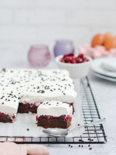 Čokoladni kolač bez brašna s višnjama