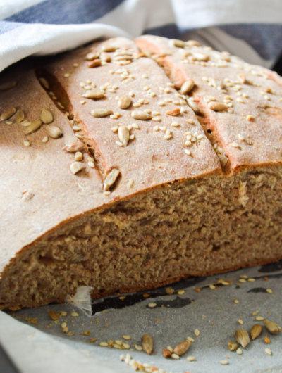 Raženi kruh sa sjemenkama