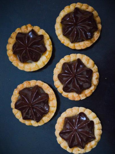 [VIDEO] Minijaturne pite s karamelom i čokoladom