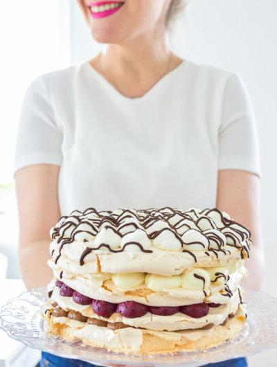 Dvostruko čokoladna beze mousse torta s borovnicama
