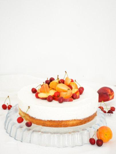Ljetna torta s marelicama, jogurtom i vanilijom
