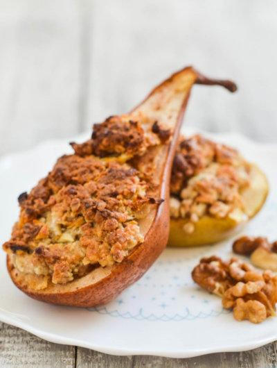 [Video] Pečene kruške i jabuke s crumbleom od oraha i meda