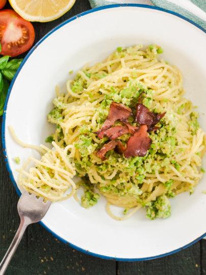 Kremasti špageti s bademima i graškom (Jamie Oliver)