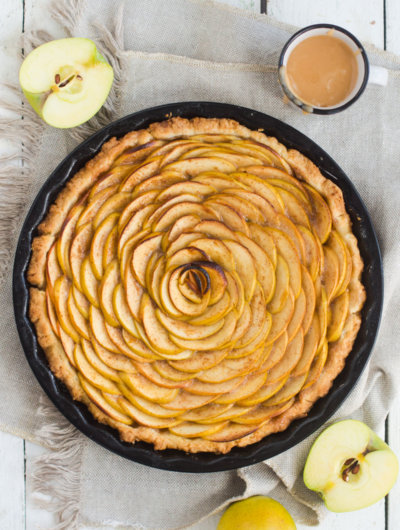 Pita od jabuka s karamelom