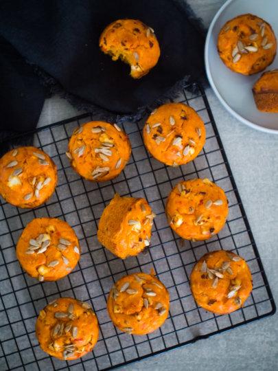 Slani muffini s krumpirom, feta sirom i ajvarom