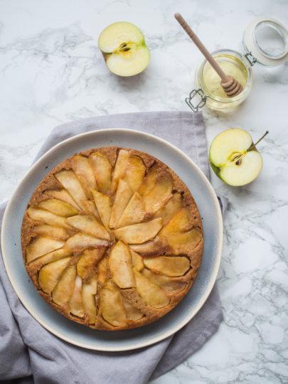 Naopaki kolač s jabukama (bez bijelog brašna i šećera)