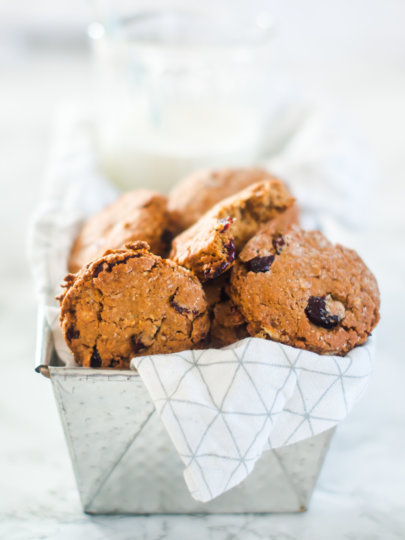 Prhki zobeni keksi s lješnjacima i brusnicama (bez bijelog šećera i brašna)