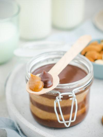 domaći namaz od lješnjaka, badema i čokolade (à la bajadera)