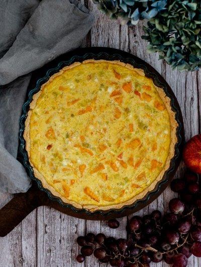 Quiche s bundevom, porilukom i svježim sirom