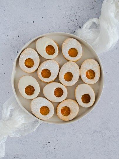 [Video] Uskrsni kolači: Keksi u obliku jaja punjeni džemom