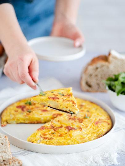 Omlet s krumpirom, lukom i kulenom (Tortilla Española)