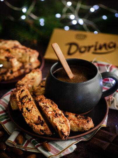 Biscotti s čokoladom, narančom, brusnicama i bademima
