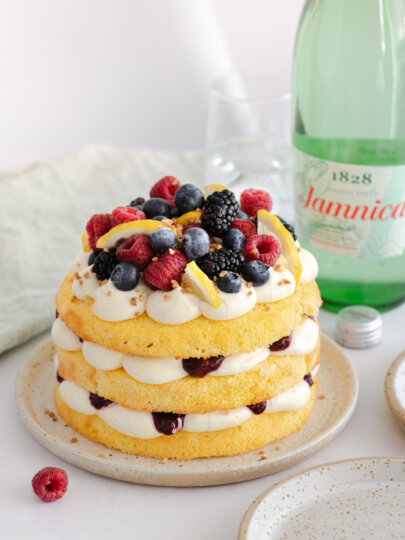 Torta od limuna, bijele čokolade i šumskog voća
