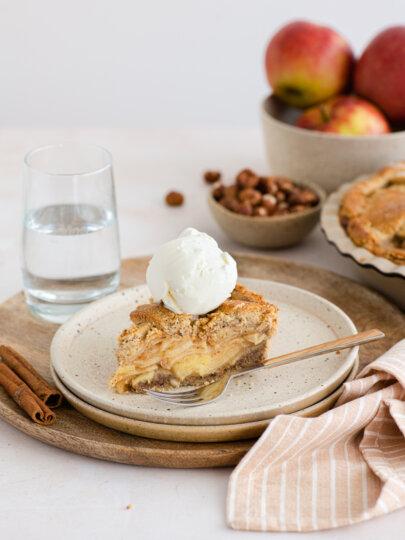 Bogata pita od jabuka i lješnjaka