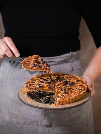 Integralna pirova pita sa šljivama i bademima
